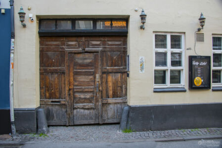Well Worn Door of Fatter Eskil, Skolegade