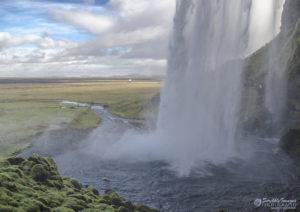 Seljalandsfoss (Seljalands Waterfall)